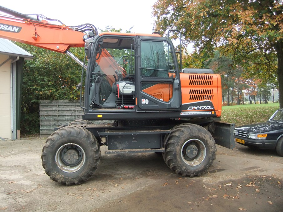 art.nr. 3072 Doosan oa. DX 170-5 4pedalen super velours
